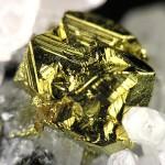 Chalcopyrite-Quartz- CC BY-SA 3.0 Rob Lavinsky / iRocks.com - http://www.mindat.org/photo-237645.html